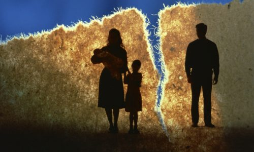 mum-children-torn-father
